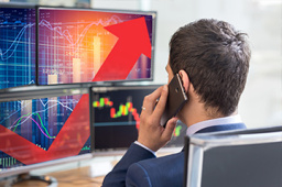 三大股指集体翻红 创业板指快速拉升一度涨逾1%