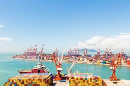 上半年长江干线主要港口完成货物吞吐量15亿吨