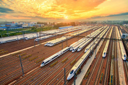 二季度全国铁路货物发送量实现大幅增长 累计完成货运量10.52亿吨 同比增长8.0%