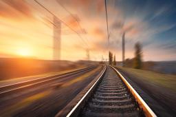 成贵铁路控制性工程玉京山隧道铺轨完成