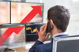 三大股指集体翻红 深成指、创业板指涨幅超过1%
