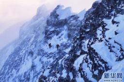 我国首次完成珠峰区域航空重力测量